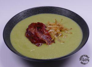 Soupe de poireaux, lard caramélisé à l'érable