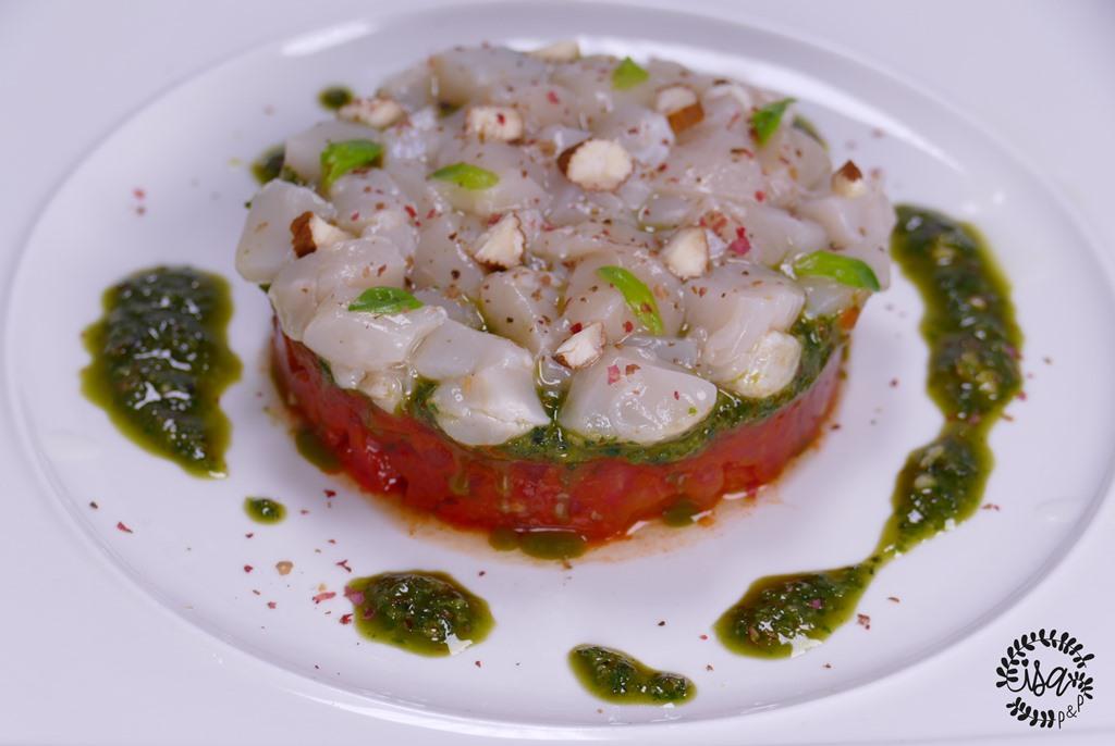 Tartare de Saint-Jacques aux trois tomates