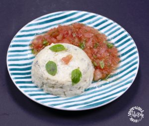 Flan au fromage et tomates au basilic