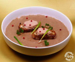 Velouté de châtaignes et croûtons de foie gras.