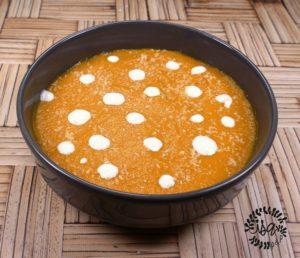 Velouté butternut, panais, carotte et coco.