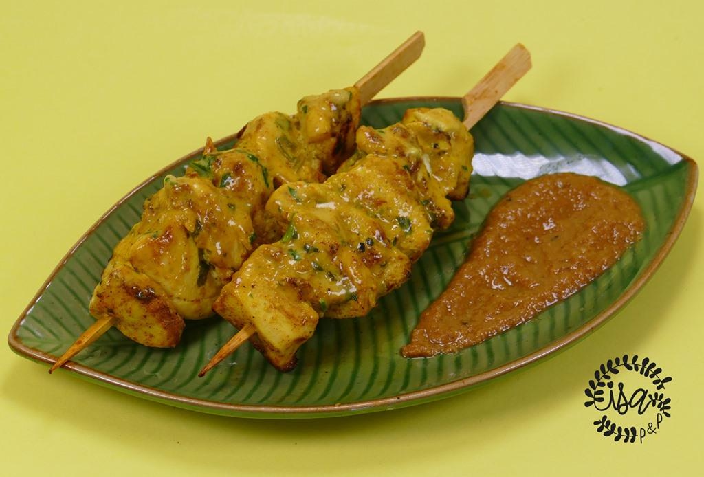 Brochettes de poulet & sauce saté